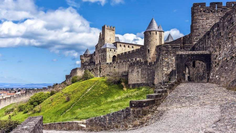 Centrum Podróży Koliber obóz Hiszpania Lloret de Mar, Paryż, Parki Rozrywki Disneyland, Gardaland, zamek twierdza Carcassonne