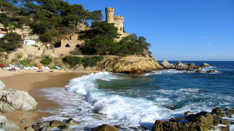 Centrum Podróży Koliber obóz HIszpania Lloret de Mar zamek na plazy